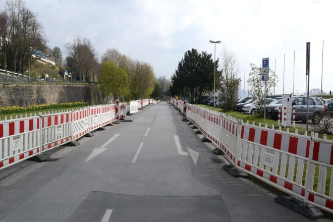 Abgesperrte Parkplätze am Baldeneysee.