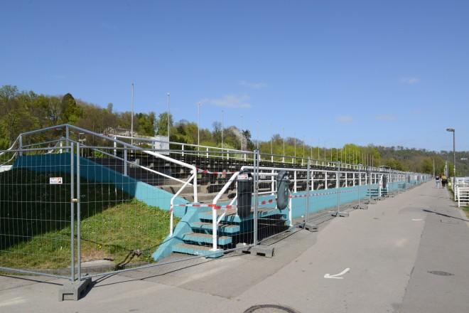 Foto: Die Tribüne am Regattabereich war auch am Osterwochenende abgesperrt.