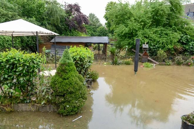 Überfluteter Garten in Kupferdreh