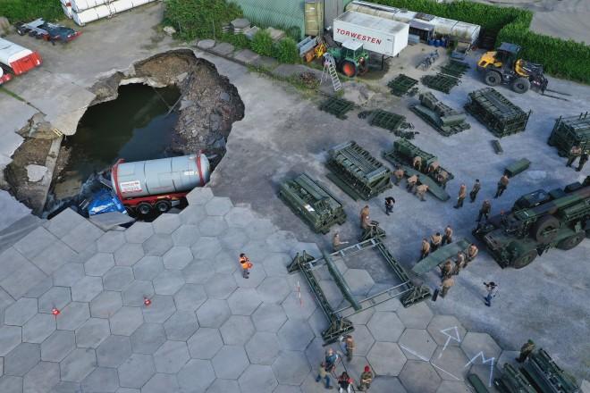 Am Wochenende war die Bundeswehr im Einsatz und hatte eine Behelfsbrücke auf dem Gelände aufgebaut.