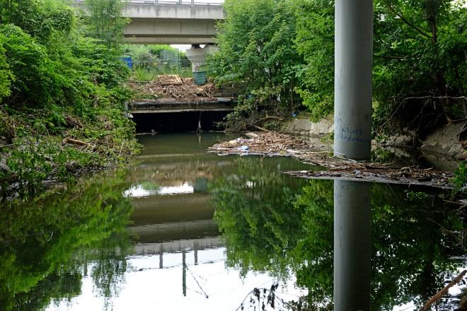 Foto: Hochwasser unter der Stadtautobahn in Kupferdreh