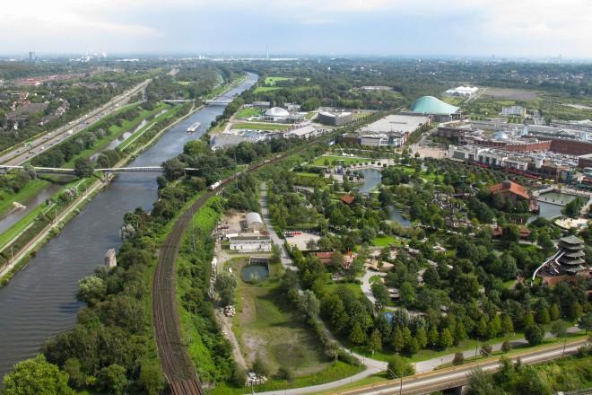 Foto: Blick vom Gasometer Oberhausen auf den Rhein-Herne-Kanal