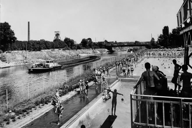 Foto: schwarz weiss Freibad Dellwig, Juli 1969