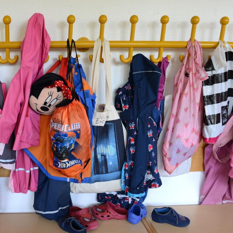 Foto: Kinderjacken in Kita