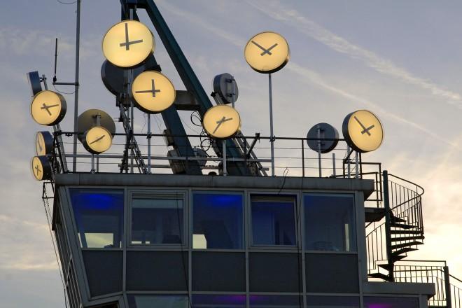 Foto: Uhren auf einem Gebäude