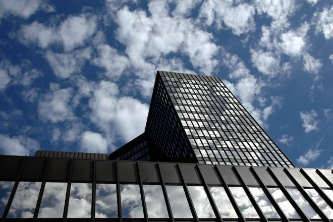 Foto: Das Essener Rathaus aus der Froschperspektive