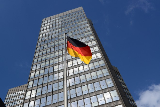 Rathaus mit Deutschlandfahne