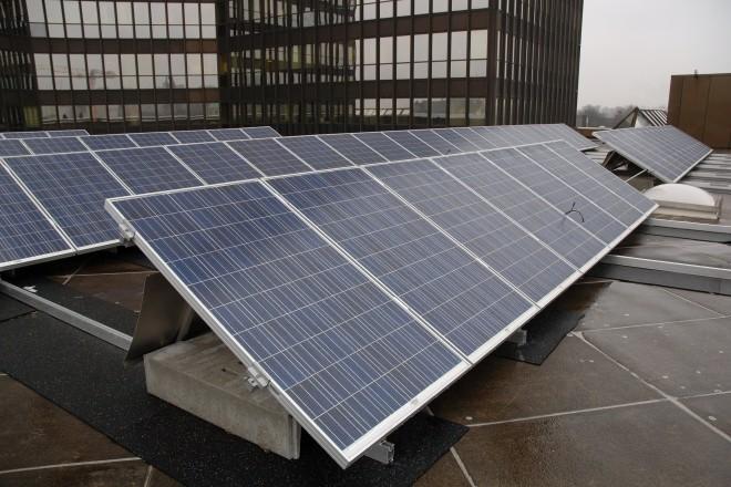 Foto: Solarzellen auf einem Dach