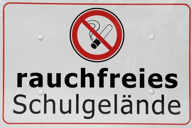 Foto: Hinweisschild Rauchfreies Schulgelände