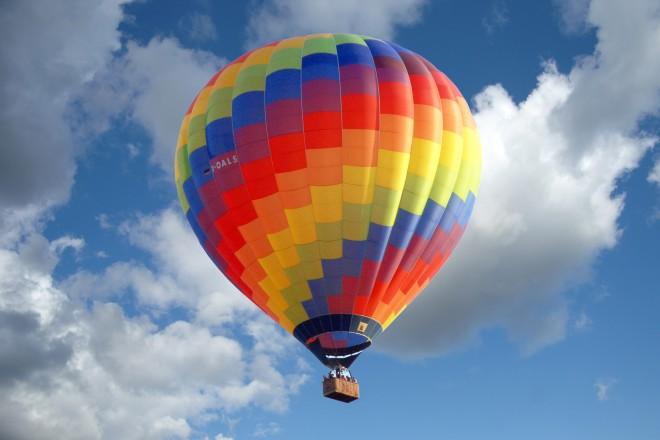 Foto: Heißluftballon in der Luft