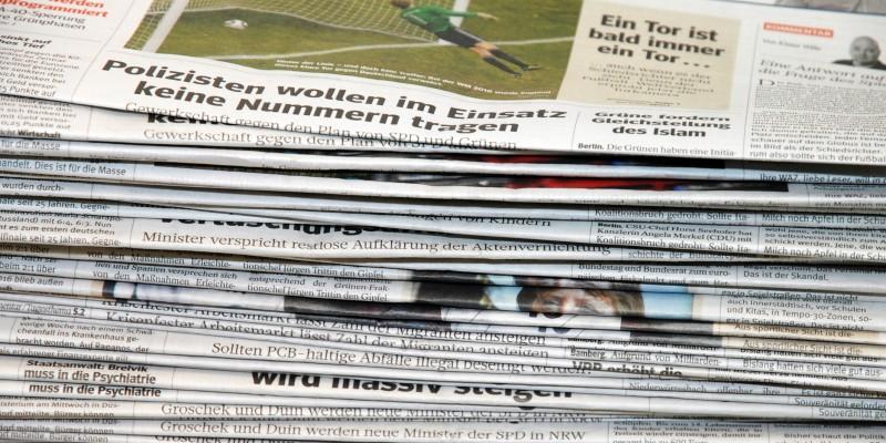 Foto: Gestapelte Zeitungen