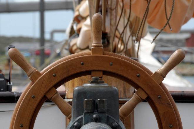 Foto: Steuerrad eines Schiffes