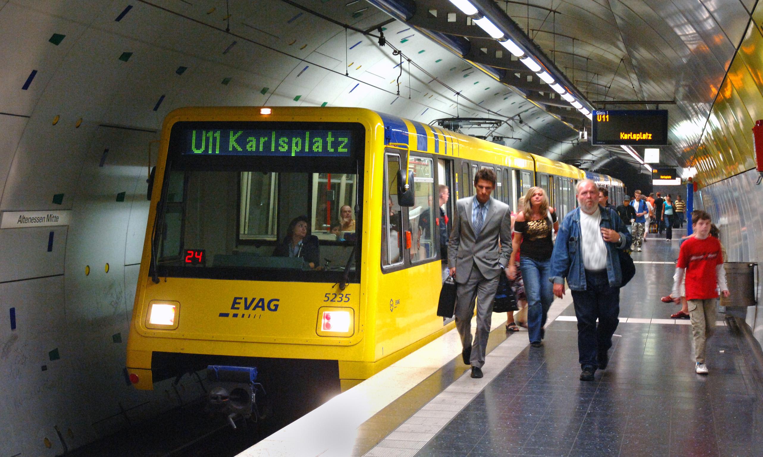 Foto: U-Bahn am Bahnsteig