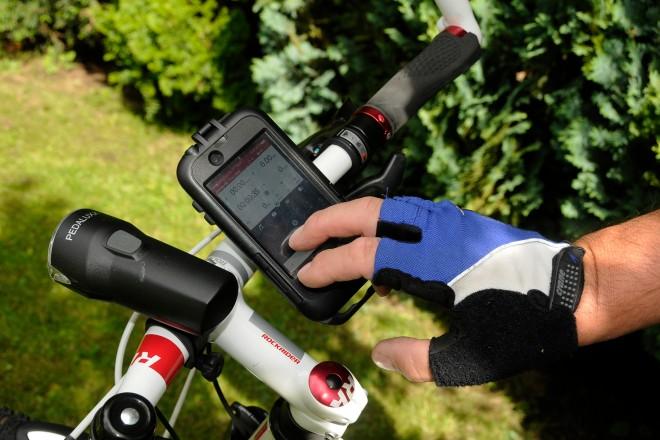Foto: Smartphone am Fahrradlenker