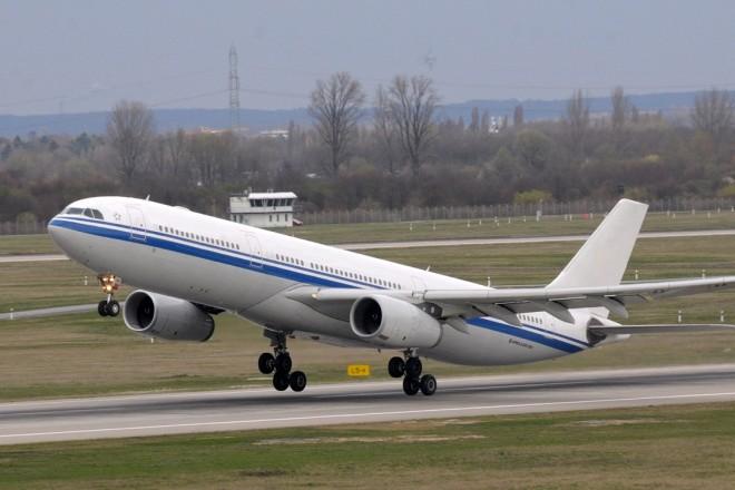 Foto: Flugzeug am Düsseldorfer Flughafen.