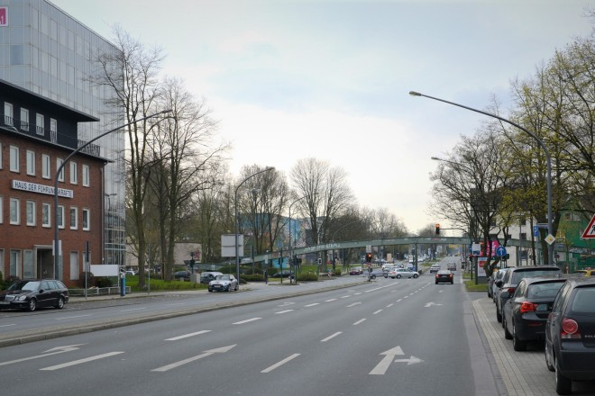 Die Anfredstraße vor der Kreuzung Martinstraße mit Blick Richtung Süden.