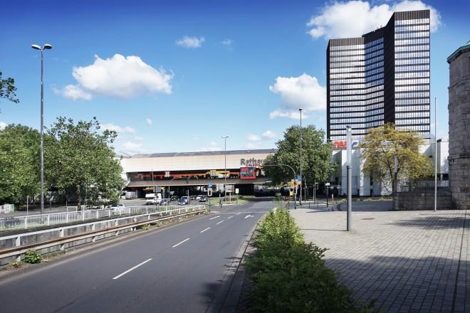 Foto: An der Kreuzung Bernestraße/Alfredistraße wird die linke Spur künftig den Kfz-Verkehr geradeaus weiterleiten, die rechte Spur wird als Rechtabbieger in die Alfredistraße eingerichtet.