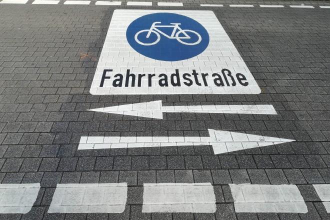 Foto: Markierung für Fahrradstraße