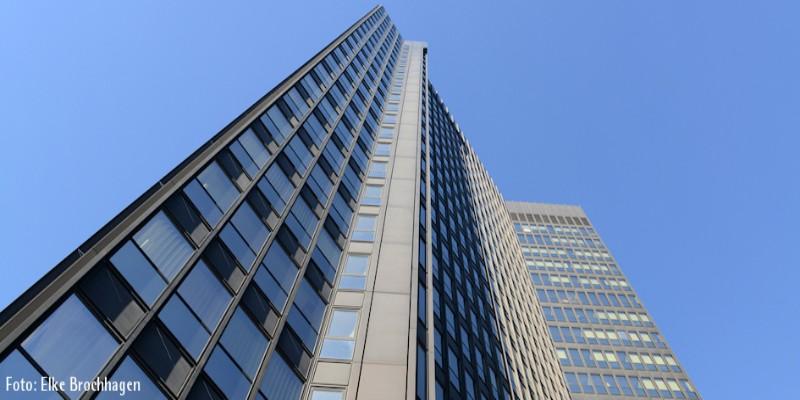 Foto: Außenansicht des Rathaus Essen (in die Höhe fotografiert)