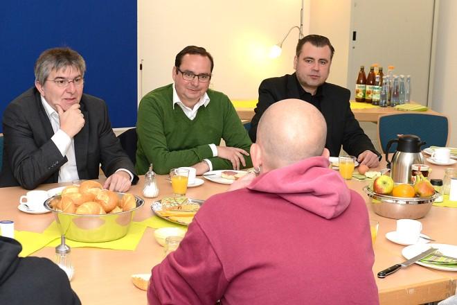 Foto: Oberbürgermeister Thomas Kufen zu Besuch bei der Suchthilfe.