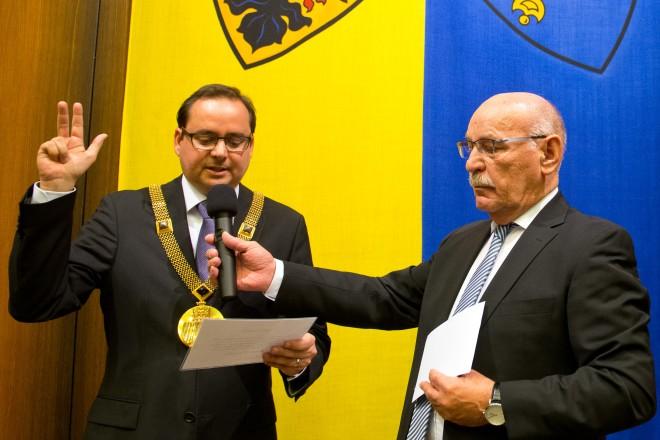 Foto: 1. Bürgermeister Rudolf Jelinek (rechts) vereidigt Oberbürgermeister Thomas Kufen