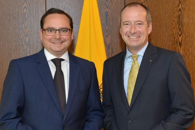 Foto: Oberbürgermeister Thomas Kufen (links) empfängt Oliver Wittke (MdB)