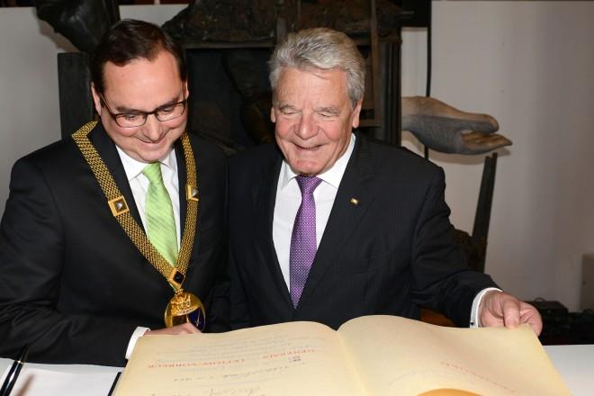 Bundespräsident Joachim Gauck (rechts) und Oberbürgermeister Thomas Kufen.