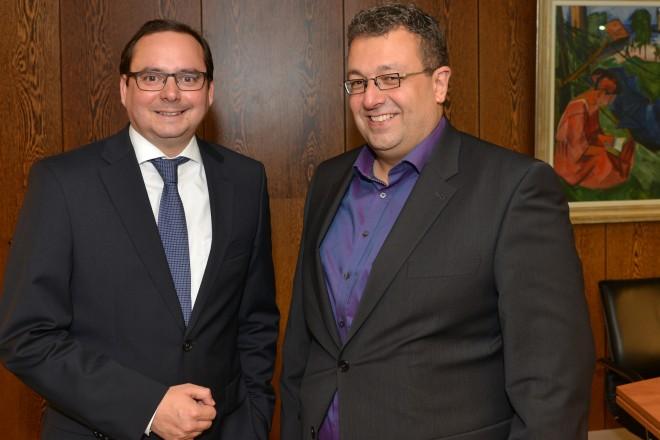 Oberbürgermeister Thomas Kufen (links) und Mehrdad Mostofizadeh (MdL), Foto: Peter Prengel, Stadt Essen, 09. 11. 2015