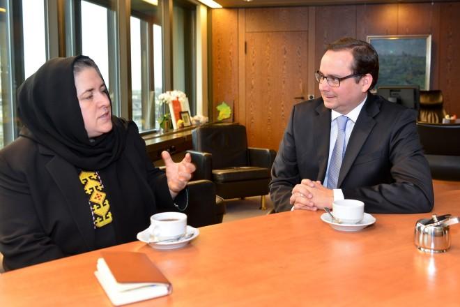 Oberbürgermeister Thomas Kufen im Gespräch mit Dr. Nasrin Oryakhil, Ministerin für Arbeit, Soziales, Kriegsversehrte und Behinderte in Afghanistan. Foto: Peter Prengel, 13. 11. 2015