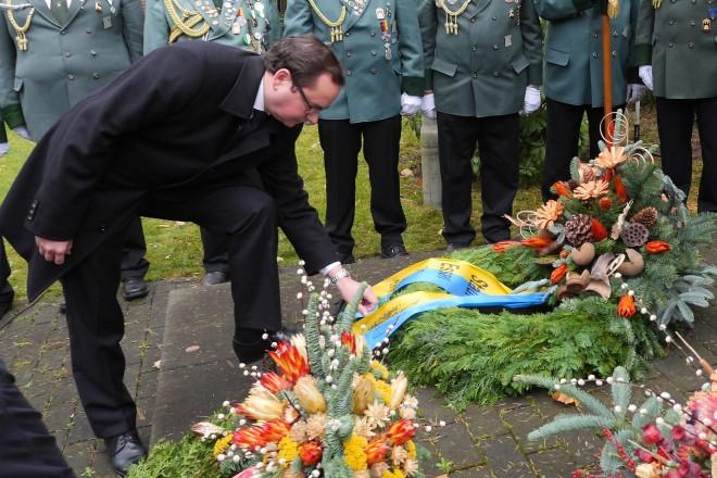 Oberbürgermeister Thomas Kufen bei der Gedenkfeier zum Volkstrauertag in E-Frintrop. Foto: Peter Prengel