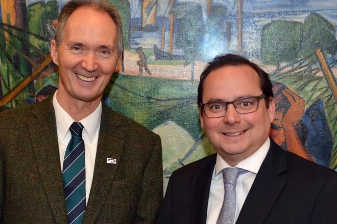 Oberbürgermeister Thomas Kufen und Prof. Dr. Ulrich Radtke, Rektor der Universität Duisburg-Essen.