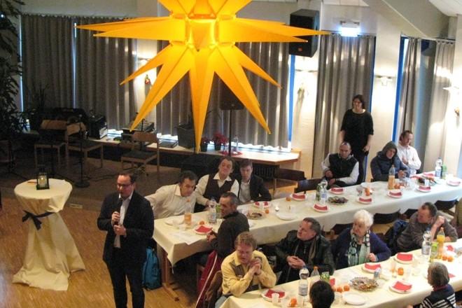 Oberbürgermeister Thomas Kufen bei der Weihnachtsfeier des Diakoniewerkes für wohnungslose Menschen