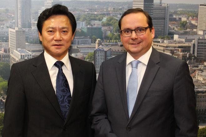 Der chinesische Generalkonsul Haiyang Feng zu Gast bei Oberbürgermeister Thomas Kufen. Foto: Stadt Essen