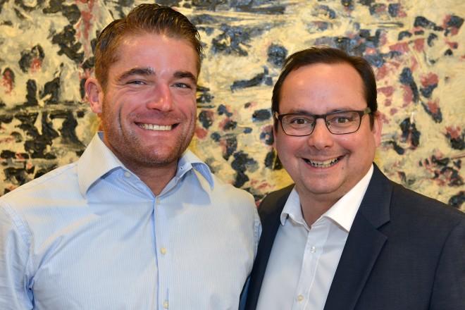 Oberbürgermeister Thomas Kufen (rechts) empfängt Maximilian Longrée, ehemaligerTriathlet und Ironman-Sieger (2008).