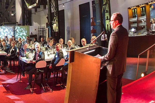 """Oberbürgermeister Thomas Kufen richtet Grußworte an die Teilnehmerinnen und Teilnehmer beim """"Grand Opening"""" der Energiefachmesse E-world energy & water."""