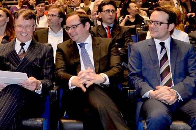 Im Bild: Blick in den Zuschauerraum, Prof. Martin Puttke (4. von rechts) eingerahmt von Oberbürgermeister Thomas Kufen (r.) und Bundestagspräsident Dr. Norbert Lammert