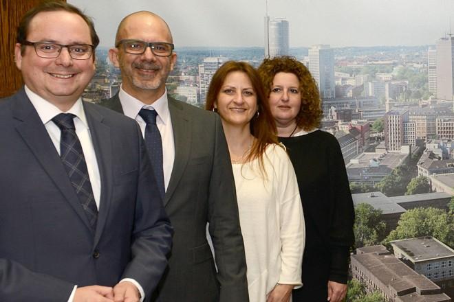 Foto: Oberbürgermeister Thomas Kufen( links ) begrüßt Schulleiter- und Lehrerteam aus Tel Aviv