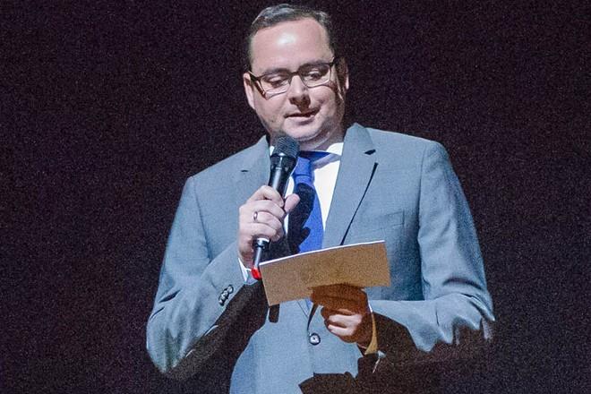 Oberbürgermeister Thomas Kufen bei seiner Ansprache zur Abschlussveranstaltung der TUP-Festtage Kunst