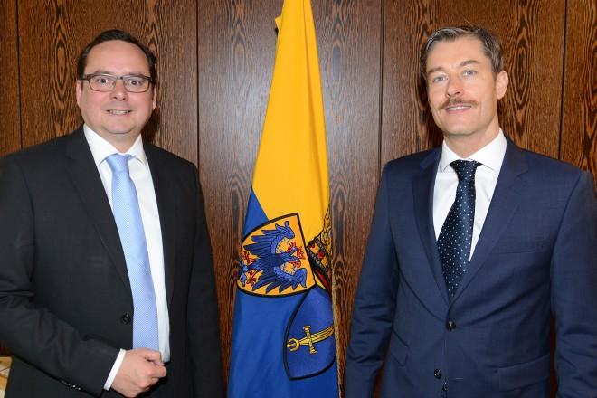 Oberbürgermeister Thomas Kufen ( links ) begrüßt den ungarischen Generalkonsul Balázs Szegner