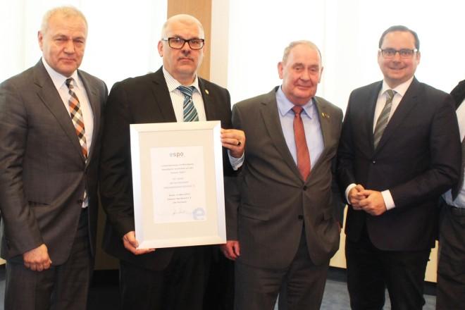 Foto: Überreichung der ESPO Ehrenurkunde an den BKV Essen