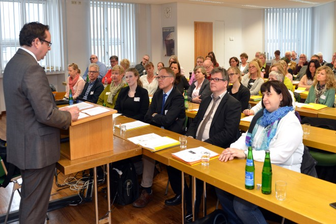 Oberbürgermeister Thomas Kufen richtet Grußworte der Stadt Essen an die Teilnehmerinnen und Teilnehmer der Jahrestagung der Landesarbeitsgemeinschaft der Freiwilligenagenturen NRW (lagfa).