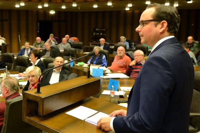 Oberbürgermeister Thomas Kufen besucht die Sitzung des Seniorenbeirates.