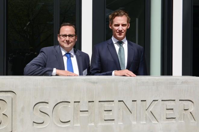 Oberbürgermeister Thomas Kufen ( links ) und Jochen Thewes von der Schenker AG