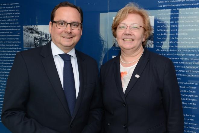Oberbürgermeister Thomas Kufen begrüßt Malgorzata Manka-Szulik, Stadtpräsidentin der Stadt Zabrze