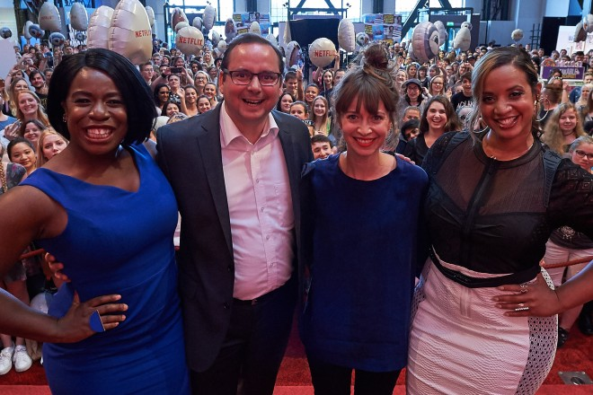 Oberbürgermeister Thomas Kufen mit der Schauspielerin Uzo Aduba, Moderatorin Bianca Hauda und Schauspielerin Dascha Polanco (v.l.).