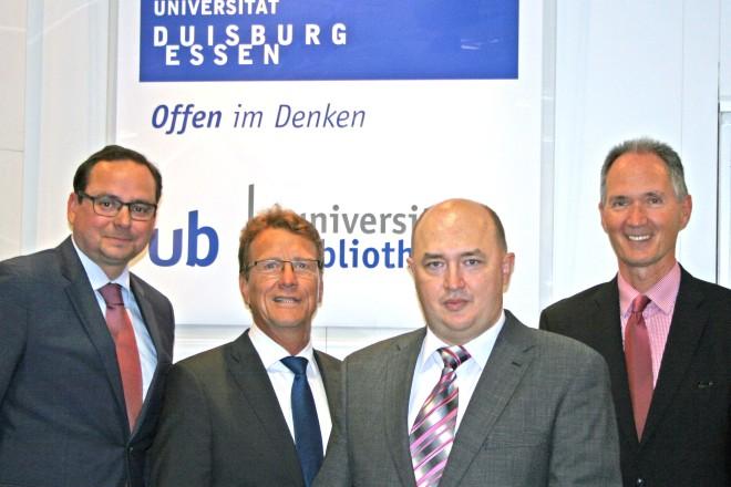Verleihung des Gottschalk-Diederich-Baedecker Preises. v.l.: Thomas Kufen, Martin Sutter, PD Dr. Vladimir V. Shvartsman und Rektor Prof. Dr. Ulrich Radtke