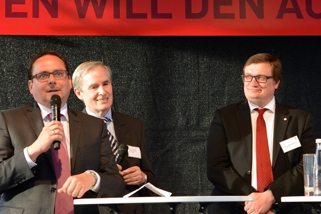 v.l.n.r.: Oberbürgermeister Thomas Kufen, Christian Hülsmann, Michael Welling und Christian Keller.