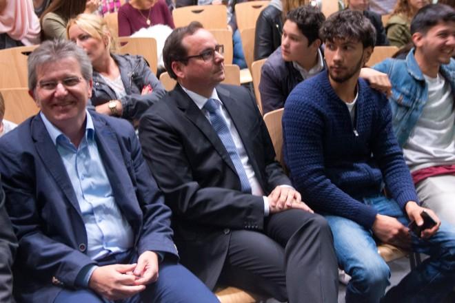 Weltflüchtlingstag 2016 in der Weststadthalle - In der ersten Reihe (v.l.) NRW-Justizminister Thomas Kutschaty, Sozialdezernent Peter Renzel und Oberbürgermeister Thomas Kufen.