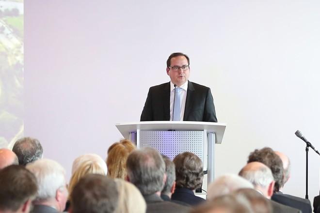 Oberbürgermeister Thomas Kufen, begrüßte die rund 500 geladenen Gäste zum Essener Wirtschaftsempfang 2016 im Stadion Essen.