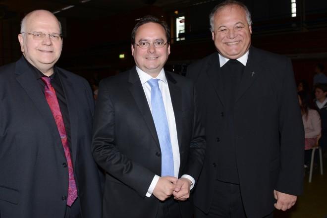 Feierlichkeiten zum 50-jährigen Bestehen des Don Bosco Gymnasium v.l.n.r : Schulleiter Lothar Hesse, Oberbürgermeister Thomas Kufen und Pater Otto Nosbisch